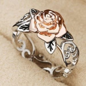 Jewelry - Stunning silver filigree ring w/ rose gold rose🌹
